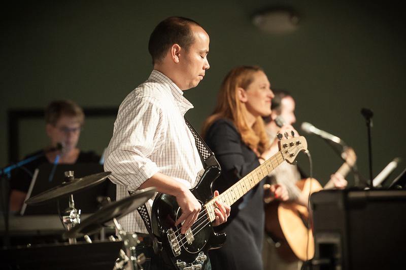 St. Johns UMC Rock Hill Contemporary Service - Guitar playing worship
